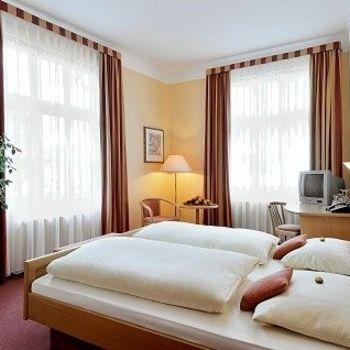 Hotel Taunus mit Hallenbad und Sauna
