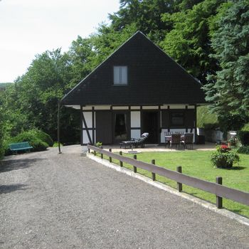 Berghaus in Alleinlage Westerwald – 3.000 qm eingezäunter Garten