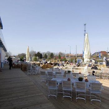Pier 7 Warnemünde by Karls