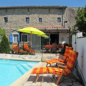 Natursteinhaus mit Pool in Frankreich/Ardeche